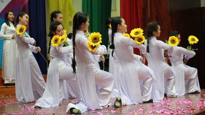 Vợ cố nhạc sĩ Trương Quốc Khánh: Hầu hết hát sai lời Tự nguyện